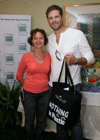 Sharon Rowe and David Denman at the celebrity gift lounge