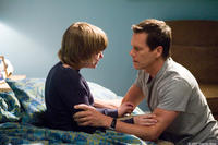 Miles Heizer and Kevin Bacon in
