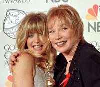 Shirley MacLaine and Goldie Hawn at the 57th Golden Globes.