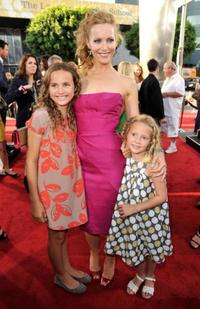 Maude Apatow, Leslie Mann and Iris Apatow at the premiere of