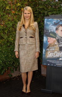 "Gwyneth Paltrow at a photo call to promote ""Sky Captain and the World of Tomorrow"" in Madrid, Spain."