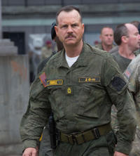 Bill Paxton as Master Sergeant Farell in