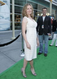 Elisabeth Shue at the premiere of