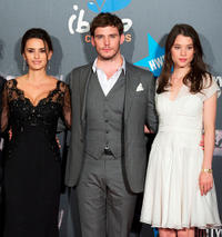Penelope Cruz, Sam Claflin and Astrid-Berges Frisbey at the Spain premiere of