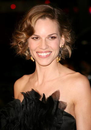"""P.S. I Love You"" star Hilary Swank at the Hollywood premiere."
