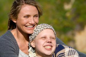 "Cameron Diaz as Sara and Sofia Vassilieva as Kate in ""My Sister's Keeper."""