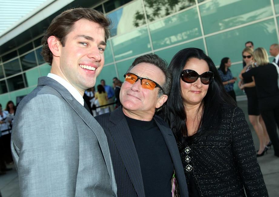 Robin Williams, his wife Marsha Garces and John Krasinski at the premiere of