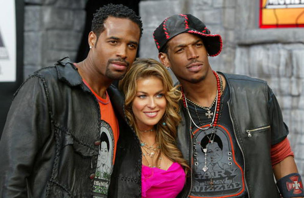 Shawn Wayans, Carmen Electra and Marlon Wayans at the 2004 MTV Movie Awards.