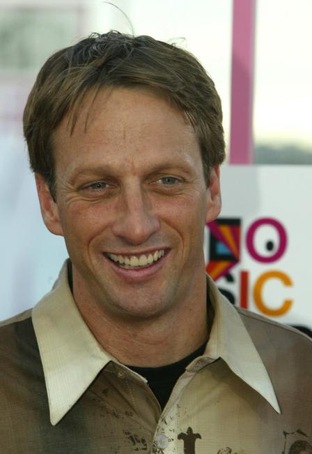 Tony Hawk and date at the 2004 MTV Video Music Awards.