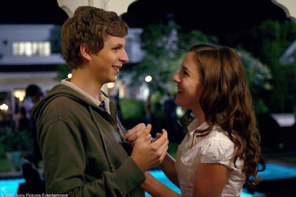 Evan (Michael Cera) and Becca (Martha MacIsaac) in