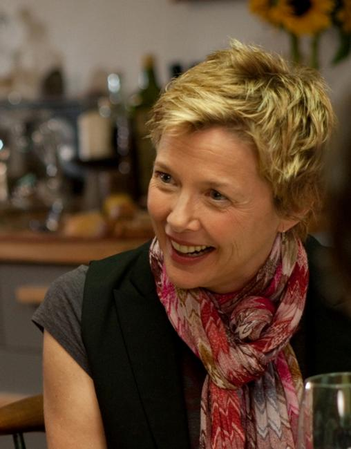 Annette Bening as Nic in