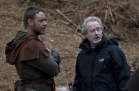 Russell Crowe and director/producer Ridley Scott on the set of