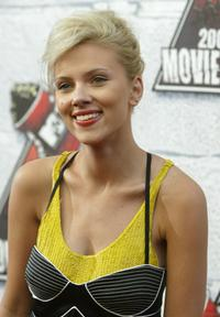 Scarlett Johansson at the 2004 MTV Movie Awards.