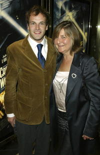 Jonny Lee Miller and his mother at the premiere of