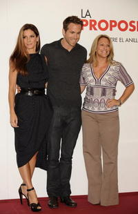 Sandra Bullock, Ryan Reynolds and Anne Fletcher at the photocall of