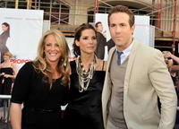 Anne Fletcher, Sandra Bullock and Ryan Reynolds at the premiere of