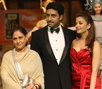 Jaya Bachchan, Abhishek Bachchan and Aishwarya Rai Bachchan at the International Indian Film Academy (IIFA) Awards 2008 ceremony.