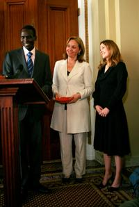 Drew Barrymore, Paul Tergat and Josette Sheeran at the press conference to discuss expanding international school feeding programs.