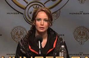 Jennifer Lawrence Spoofs 'The Hunger Games,' 'The Hobbit' on 'Saturday Night Live'