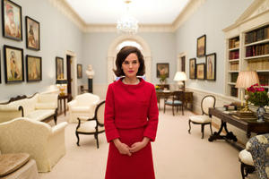 News Briefs: First Look at Natalie Portman as 'Jackie'