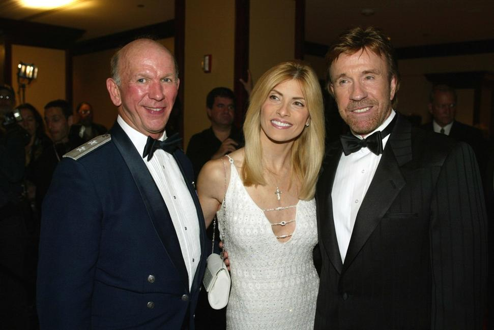 Major General Doug Pearson, Gena Norris and Chuck Norris at the Los Angeles Police Department Protective League's Eagle & Badge Foundation and the Tichi Wilkerson Kassel Parkinson's Foundation Gala.