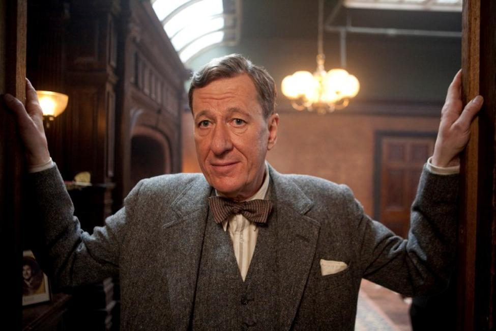 Gefforey Rush as Lionel Logue in