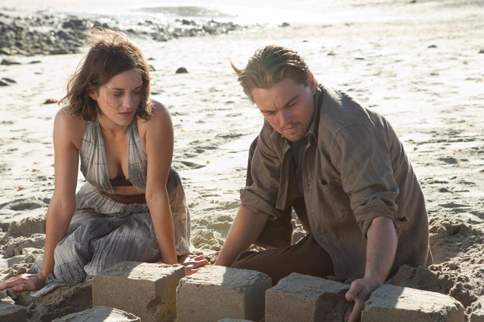 Marion Cotillard as Mal and Leonardo Dicaprio as Cobb in