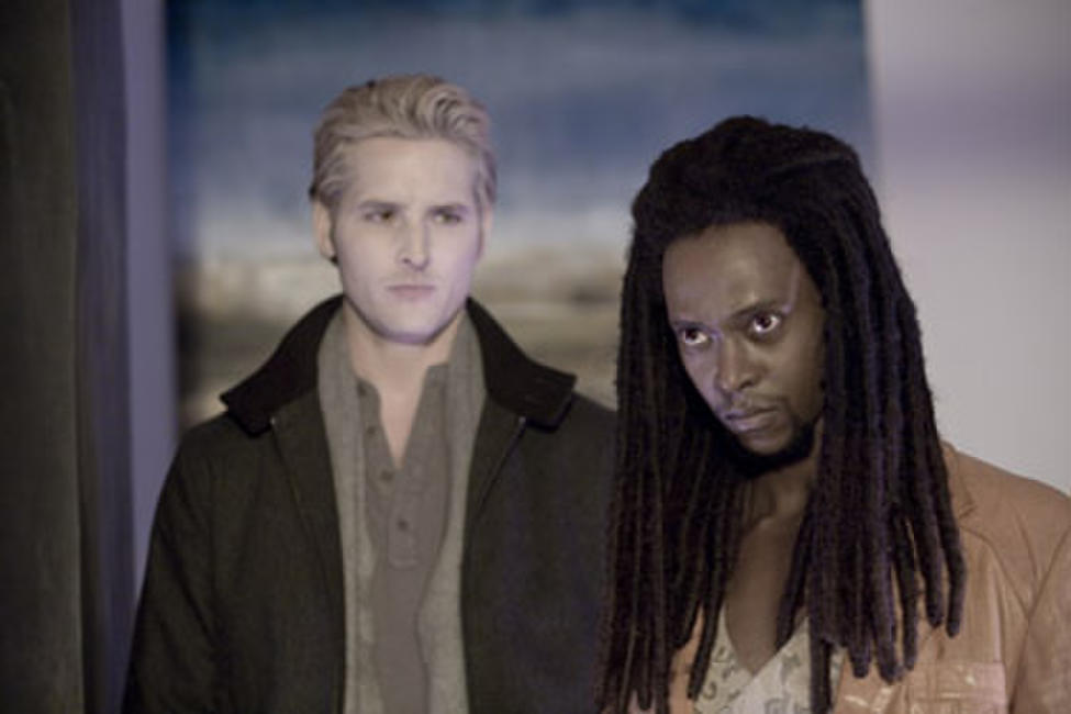 Peter Facinelli and Edi Gathegi in
