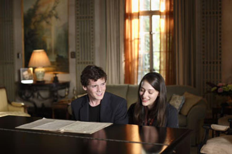 Charlie Bartlett (Anton Yeltchin) and Susan Gardner (Kat Dennings) share a song in