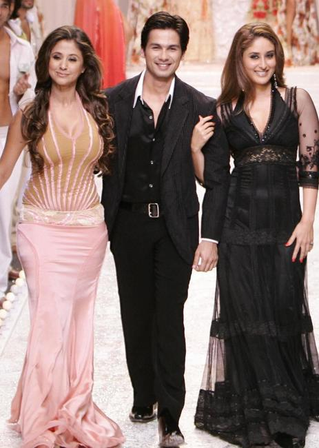 Urmila Matondkar, Shahid Kapur and Kareena Kapoor at the grand finale of Wills Lifestyle Fashion Week.