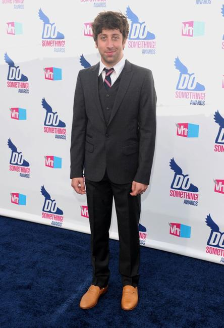 Simon Helberg at the 2010 VH1 Do Something! Awards.