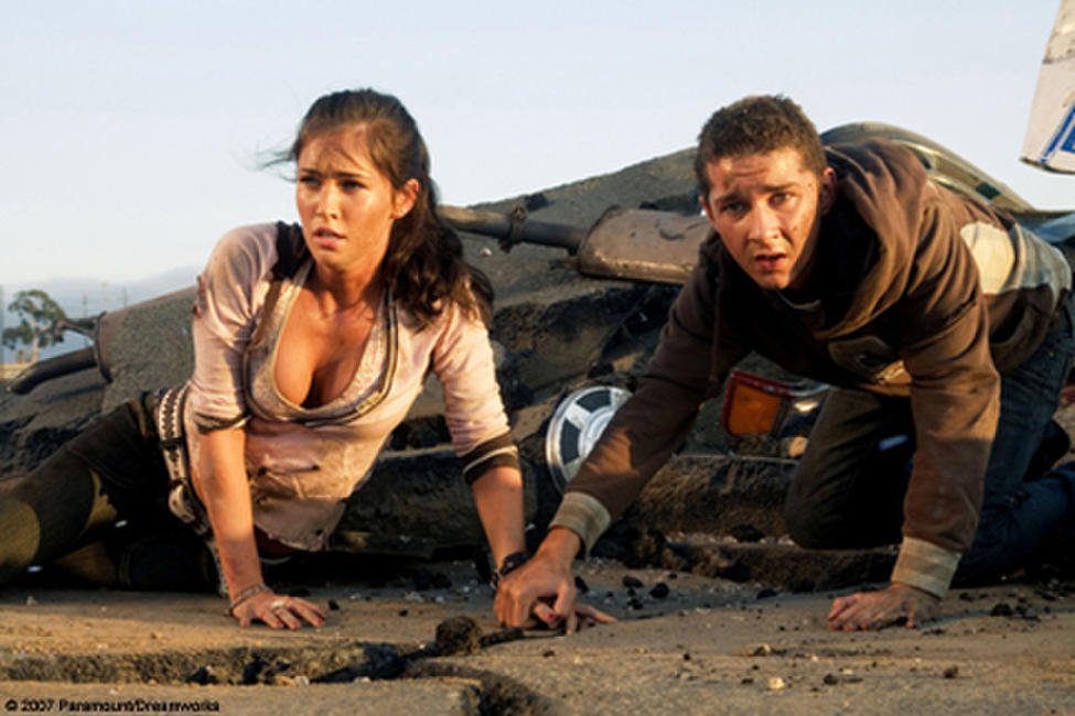Mikaela (Megan Fox) and Sam Witwicky (Shia LaBeouf) are hunted by machines in