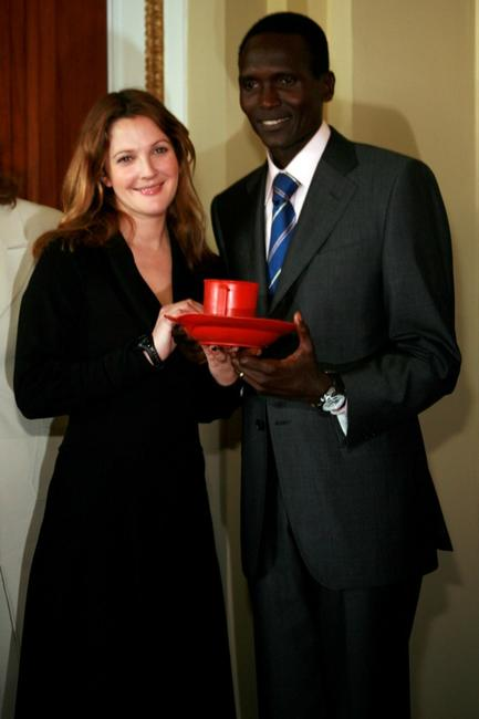 Drew Barrymore and Paul Tergat at the press conference to discuss expanding international school feeding programs.