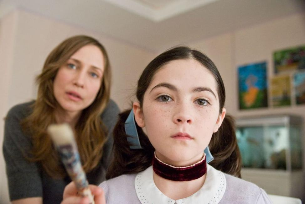 Vera Farmiga as Kate and Isabelle Fuhrman as Esther in