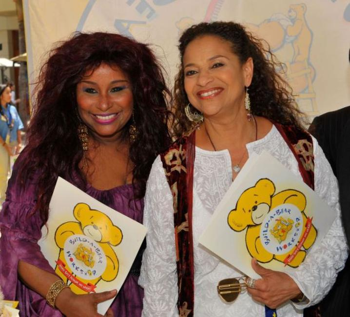 Chaka Khan and Debbie Allen at the grand finale of