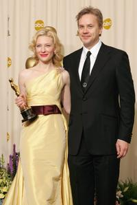 Tim Robbins and Cate Blanchett at the 77th Annual Academy Awards.