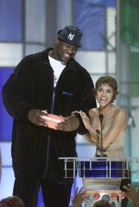 Shaquille O'Neal and Halle Berry at the Nickelodeon's 14th Annual Kids' Choice Awards.