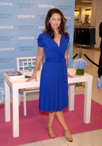 Ashley Judd signing autographs at Kohl's Newport Centre Mall.