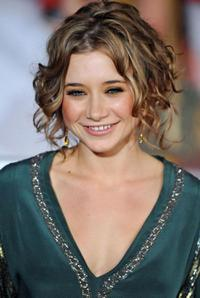 Olesya Rulin at the premiere of