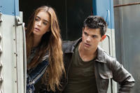 Lily Collins as Karen and Taylor Lautner as Nathan in