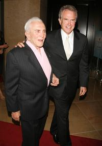 Kirk Douglas and Warren Beatty at the Juvenile Diabetes Research Foundation's 4th Annual Gala Event.