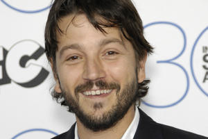 News Briefs: Diego Luna Touted for 'Flatliners'