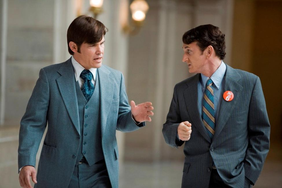 Josh Brolin as Dan White and Sean Penn as Harvey Milk in