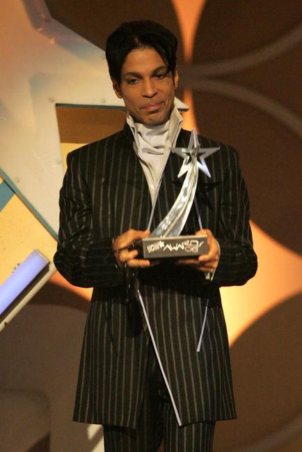 Prince at the 2006 BET Awards.