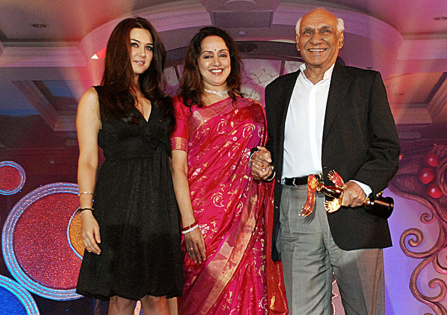 Preity Zinta, Hema Malini and director Yash Chopra at the Bharat and Dorries Hair Styling and Make Up Award 2010 ceremony in Mumbai.