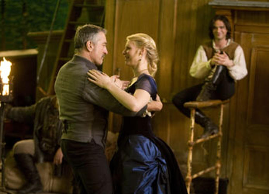 The usually cantankerous Captain Shakespeare (Robert De Niro) takes a liking to Yvaine (Claire Danes) and Tristan (Charlie Cox) in