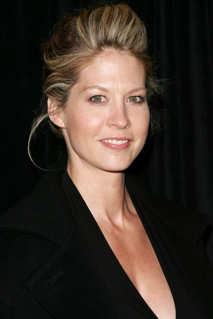 Jenna Elfman at the opening night of