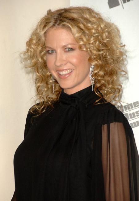Jenna Elfman at the press room during the 2006 American Music Awards.
