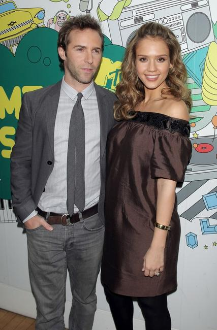 Jessica Alba and Alessandro Nivola at the MTV's Mi Total Request Live.