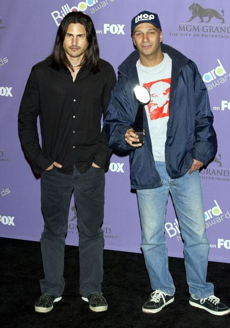 Brad Wilk and Tom Morello at the 2003 Billboard Music Awards.